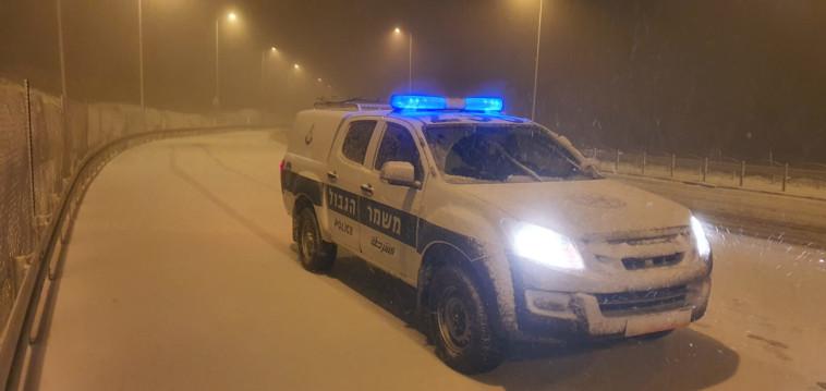כבישים נחסמו בעקבות השלג (צילום: דוברות המשטרה)