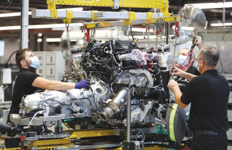 מפעל רכבים (צילום: רויטרס)