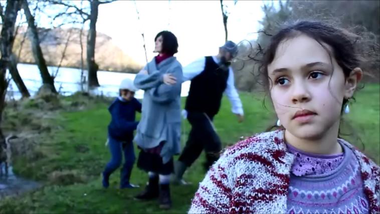מיקי בהגן ומשפחתו בסרט ''היער'' (צילום: פרטי)