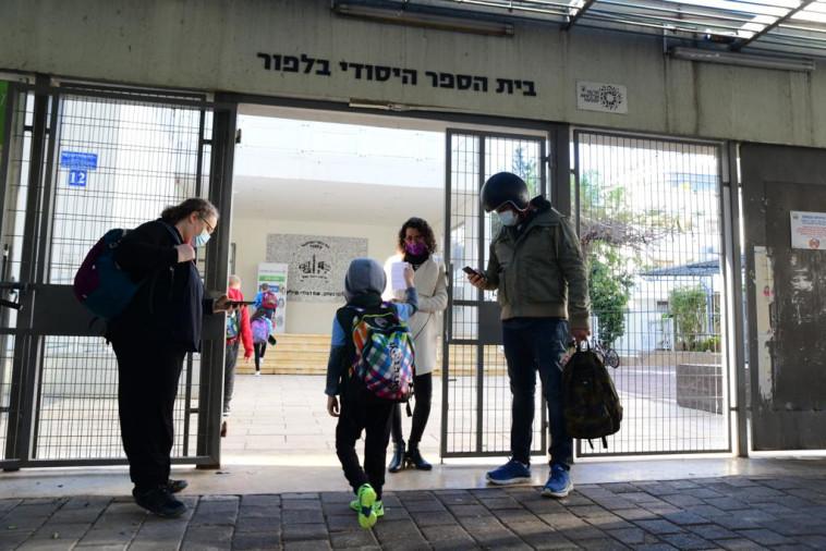 התלמידים חוזרים ללימודים (צילום: אבשלום ששוני)