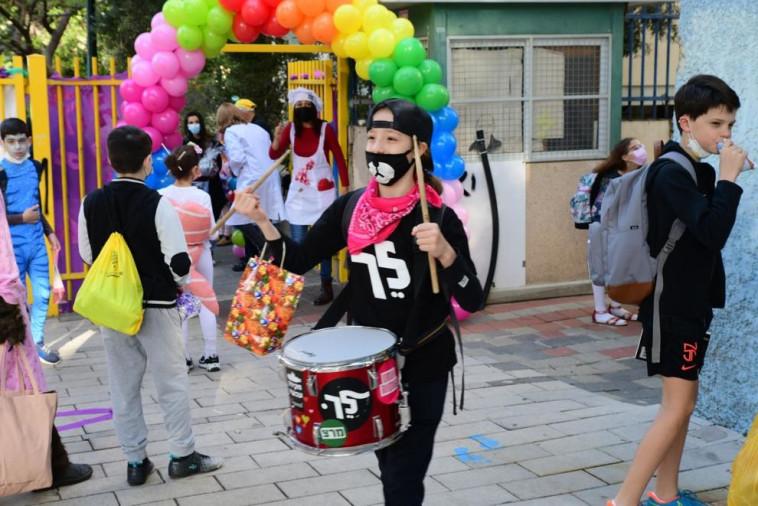 חגיגות פורים בבית ספר בתל אביב (צילום: אבשלום ששוני)