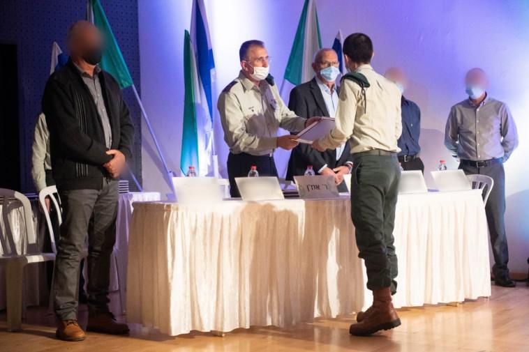 ראש אמ''ן מעניק פרסים ליחידות המצטיינות  (צילום: דובר צה''ל)