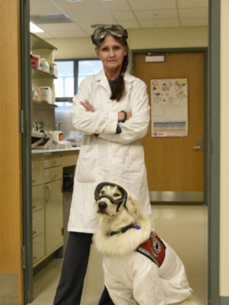 ג'ואי החוקרת וסמפסון כלב המחקר  (צילום: רויטרס)