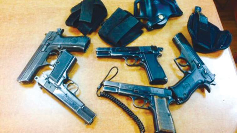 נשק לא חוקי שנתפס (צילום: דוברות המשטרה)