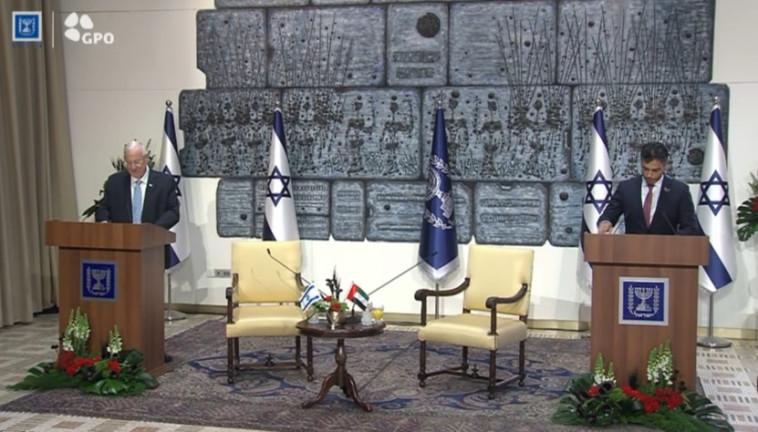 שגריר איחוד האמירויות מוחמד אל-חאג'ה נושא נאום בפני הנשיא ריבלין (צילום: בית הנשיא)