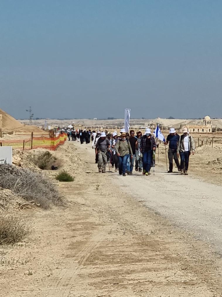צעדה בציר המנזרים באתר הטבילה (צילום: סער כפיר, רשות הטבע והגנים)