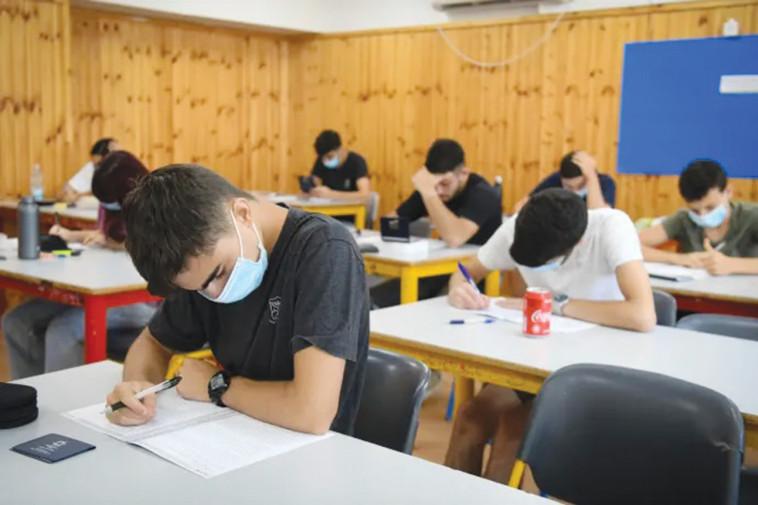 תלמידים בבתי הספר עם מסכות (צילום: יוסי זליגר)