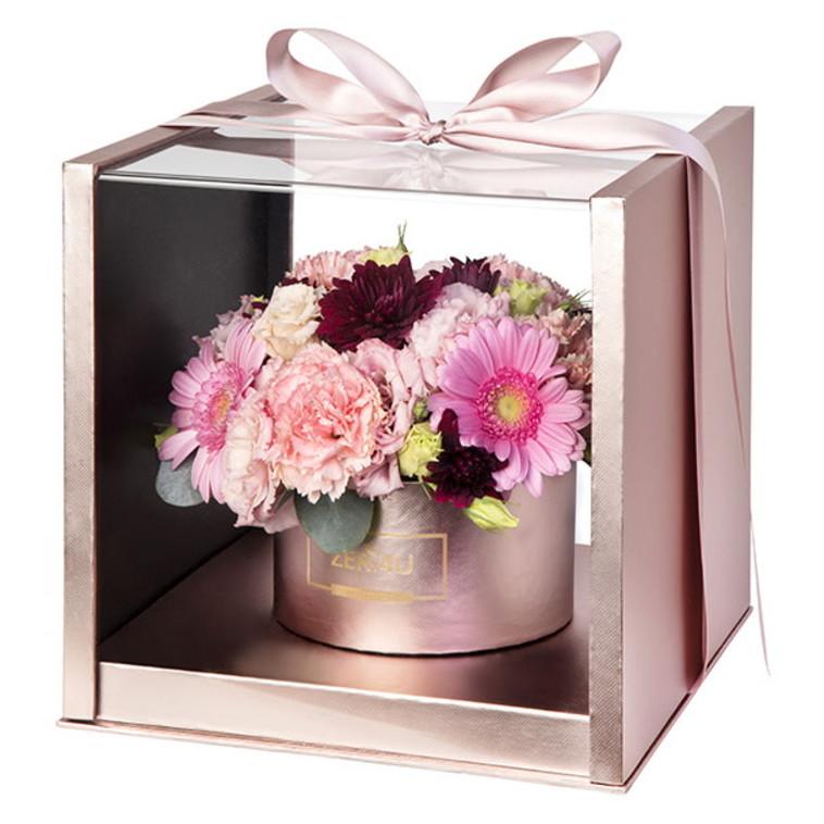 סידור פרחים בקופסה (צילום: זר פור יו)