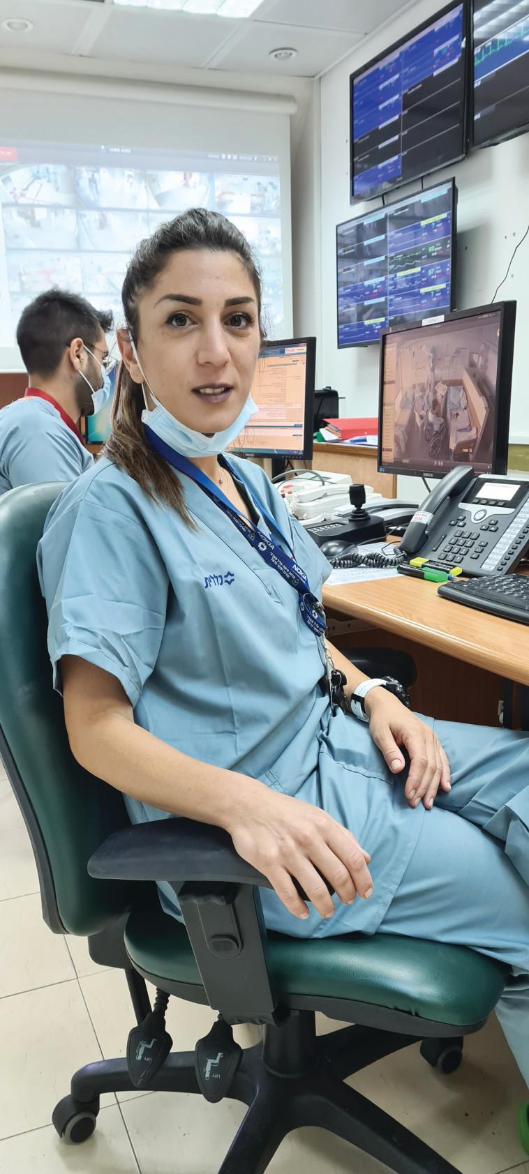 נורית יעקב, אחות אחראית במחלקת קורונה במרכז הרפואי כרמל בחיפה (צילום: אלי דדון)