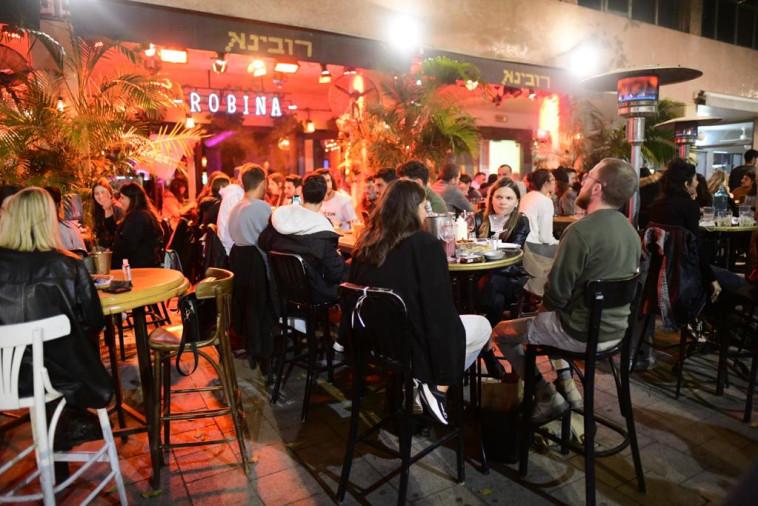פאב ''רובינא'' בתל אביב חוזר לשגרה (צילום: אבשלום ששוני)
