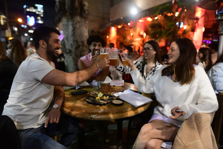 פאב ''רובינא'' בתל אביב  (צילום: אבשלום ששוני)