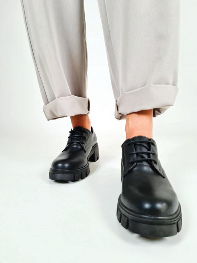 נעלי לאופר של BLACK & WHITE, 229 שקלים (צילום: יחצ)
