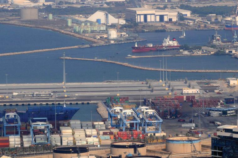 נמל חיפה (צילום: יורג נובומינסקי)