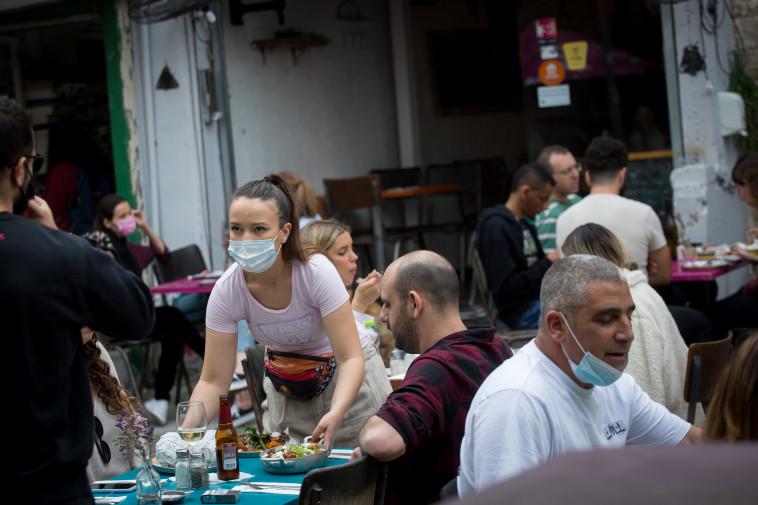 מסעדה אחרי קורונה (צילום: מרים אלסטר, פלאש 90)