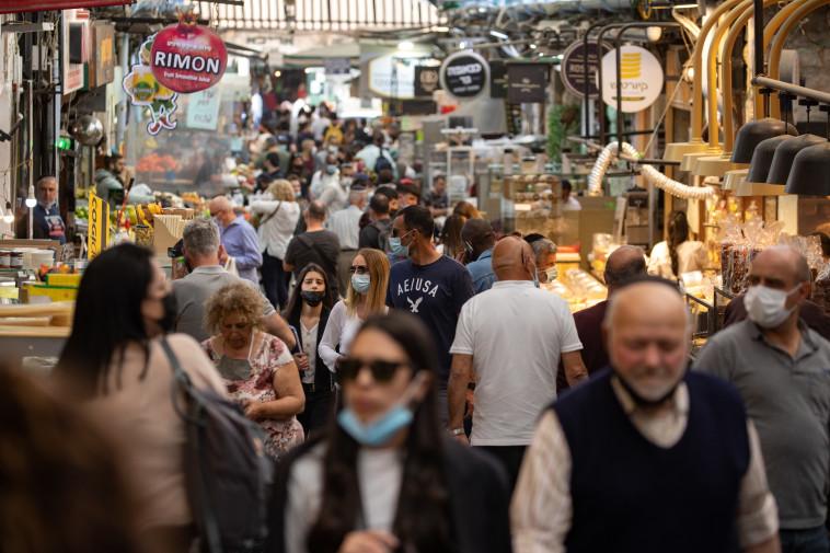 פתיחת בתי הקפה והמסעדות לאחר הסרת הגבלות הקורונה (צילום: אוליבייה פיטוסי, פלאש 90)