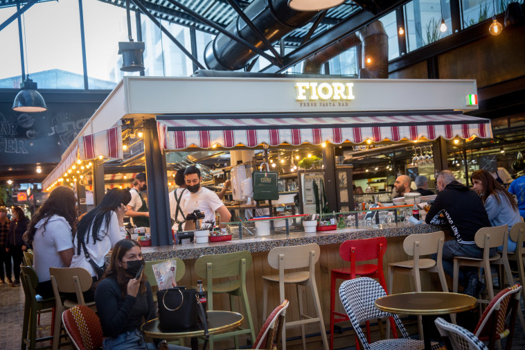 פתיחת בתי הקפה והמסעדות לאחר הסרת הגבלות הקורונה (צילום: מרים אלסטר, פלאש 90)