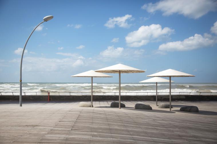 נמל תל אביב ריק בסגר (צילום: אבשלום ששוני)