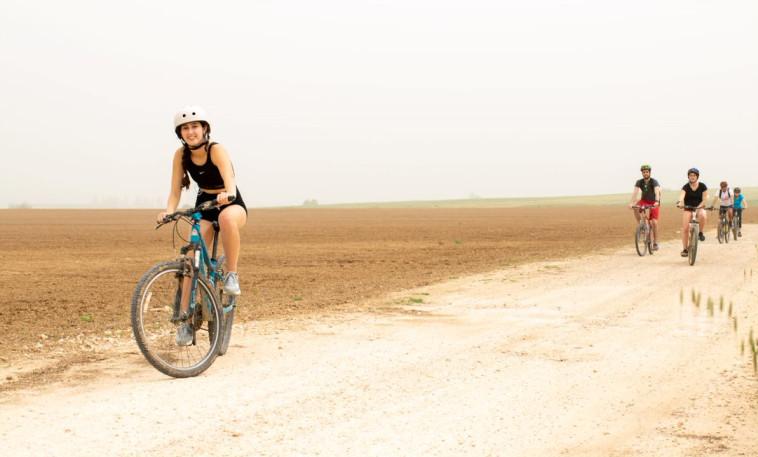 סיור אופניים בנחל שקמה (צילום: מיטל כרמל)