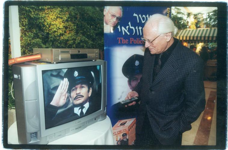 אפרים קישון, השוטר אזולאי (צילום: ברקאי וולפסון)