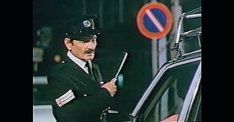 שייקה אופיר בדמות השוטר אזולאי בפרסומת לדיסקונט (צילום: צילום מסך)