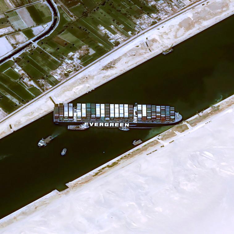 הספינה התקועה בתעלת סואץ (צילום: CNES/AIRBUS DS via REUTERS )