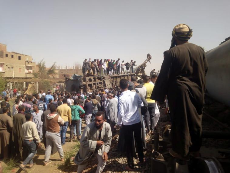 זירת תאונת הרכבות במצרים (צילום:  REUTERS/Stringer)