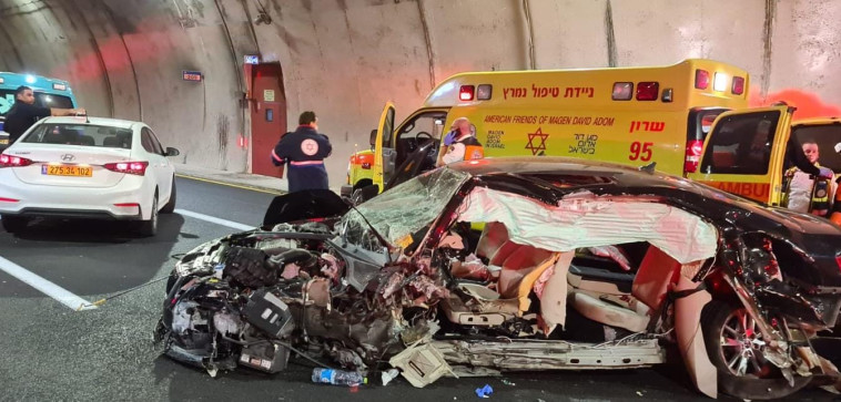 זירת התאונה בכביש 6 (צילום: דוברות מד''א)