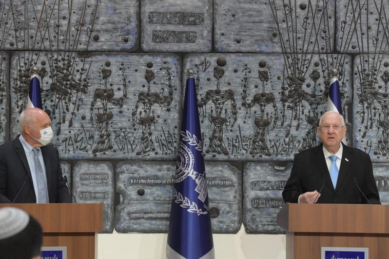 נשיא המדינה ראובן ריבלין והשופט עוזי פוגלמן במעמד קבלת תוצאות הבחירות לכנסת ה-24 (צילום: עמוס בן גרשום לע''מ)