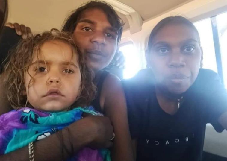 מולי ובני משפחתה אחרי מבצע החיפושים (צילום: רשתות חברתיות)