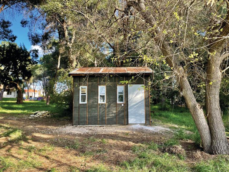 הצריף המשוחזר של חדר עבודתו של אבא קובנר בקיבוץ עין החורש (צילום: איתר כפרי)