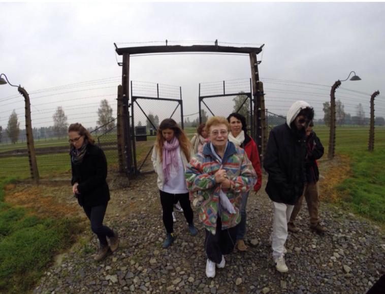 אווה ומשפחתה המסע לאוושוויץ לפני כמה שנים (צילום: באדיבות המשפחה)