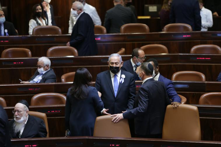 נתניהו וחברי הליכוד בהשבעת הכנסת (צילום: אלכס קולומויסקי, פול)
