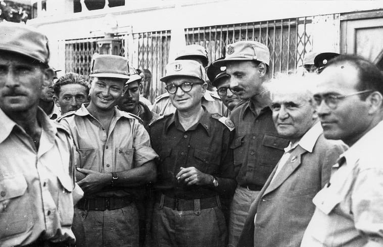 דוד בן גוריון עם יגאל ידין, יעקב דורי ויגאל אלון (צילום: אוצר תמונות הפלמ''ח)