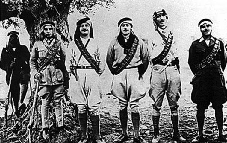 הכינו מארבים. צבא ההצלה של קאוקג'י (שלישי מימין) (צילום: מתוך ויקיפדיה)