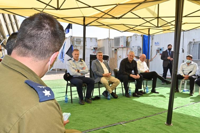 בני גנץ במפגש לציון עשור למערכת כיפת ברזל (צילום: אריאל חרמוני / משרד הביטחון)