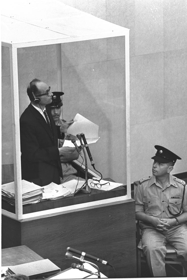 אדולף אייכמן במשפט שהתנהל נגדו בישראל (צילום: לע''מ)