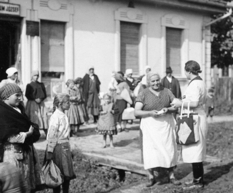 נשים יהודיות בברזנצה בשנות ה-30 (צילום: Johann Schediwy)