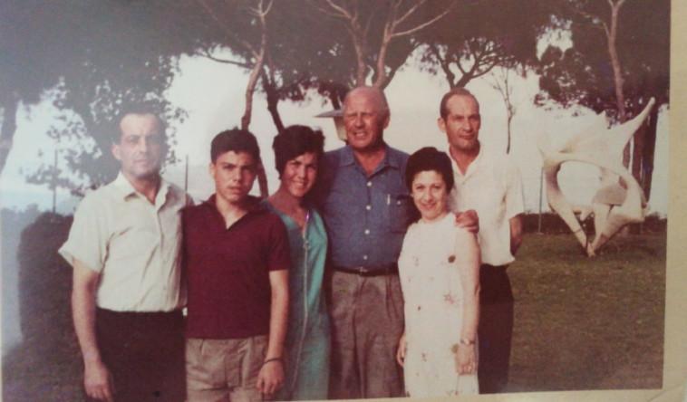 אוסקר שינדלר ומשפחת ברודר (צילום: ללא)