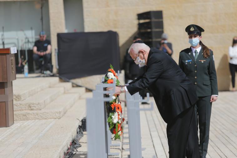 נשיא המדינה בטקס הנחת הזרים ביום השואה 2021, ב''יד ושם'' (צילום: אלכס קולומויסקי, פול ידיעות אחרונות)