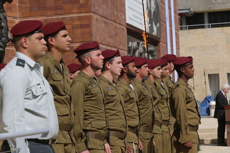 טקס הנחת הזרים ביום הזיכרון לשואה ולגבורה 2021, ב''יד ושם'' (צילום: אלכס קולומויסקי, פול ידיעות אחרונות)