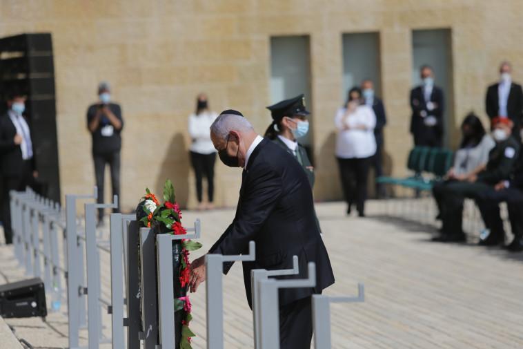 בנימין נתניהו בטקס הנחת הזרים ביום הזיכרון לשואה ולגבורה 2021, ב''יד ושם'' (צילום: אלכס קולומויסקי, פול ידיעות אחרונות)