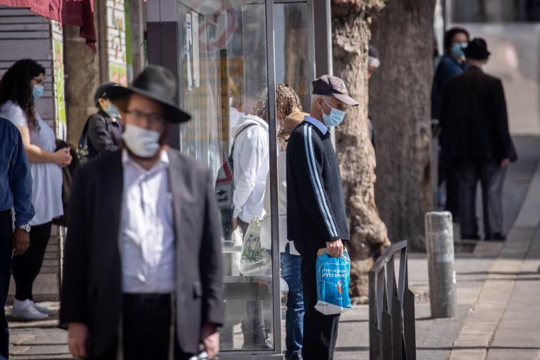 עומדים בצפירה, יום הזיכרון לשואה ולגבורה (צילום: יונתן זינדל, פלאש 90)