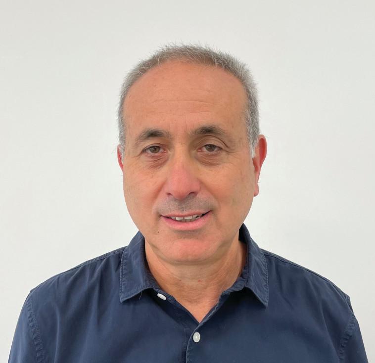 עמית רון מנהל פיתוח אריזות וקיימות באסם נסטלה (צילום: סטודיו אסם)