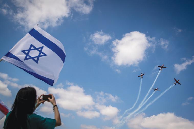 מטס יום העצמאות (צילום: יונתן זינדל, פלאש 90)