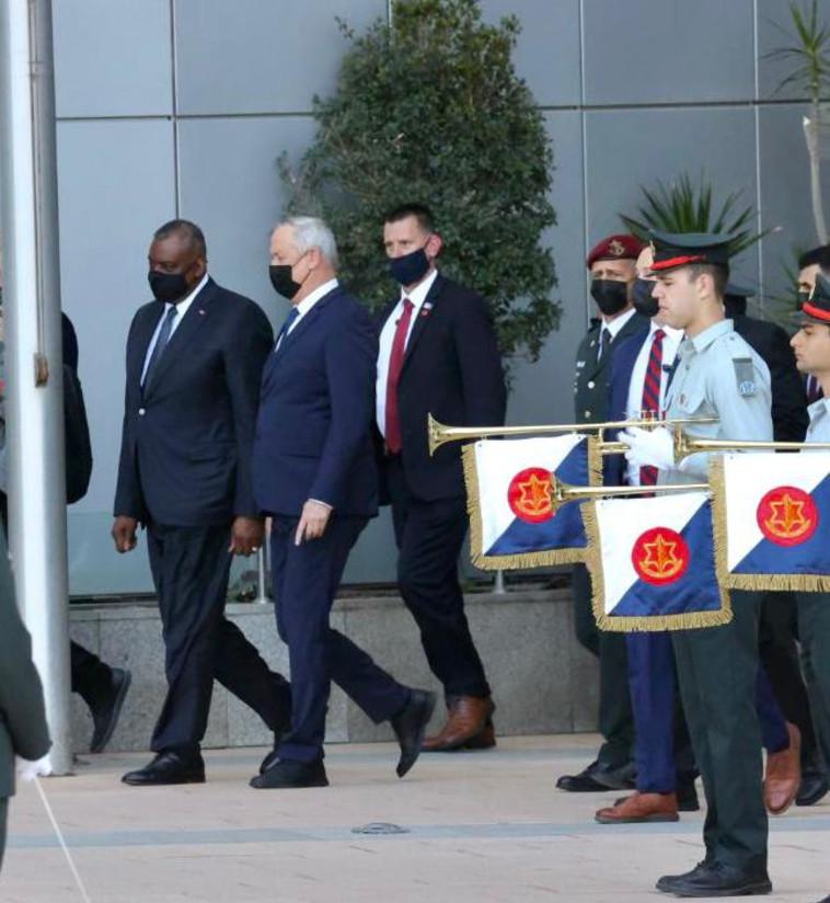 שר הביטחון בני גנץ ומזכיר ההגנה האמריקאי (צילום: אבשלום ששוני)