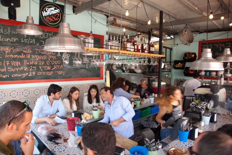 בורגר הסמטה. שוק הכרמל, תל-אביב  (צילום: אשר חביבי)