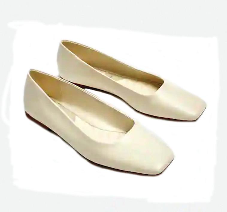 PULL AND BEAR נעליים 129.9 שקלים (צילום: יח''צ חו''ל)