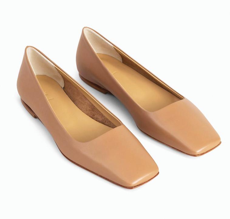 עמנואל - נעלי בובה 952 שקלים (צילום: דנה קרן)