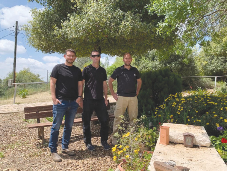 החברים ממבצע חומת מגן (צילום: דובר צה''ל)
