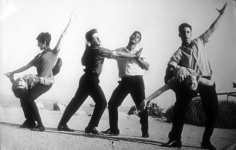 להקת התרנגולים (צילום: עיתון במחנה)